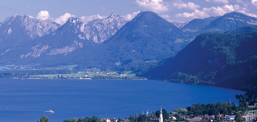 Austria_Salzkammergut_St-Gilgen_Lake-view.jpg